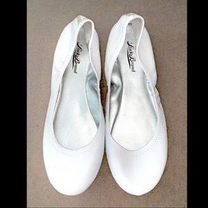 Lucky Brand white leather flats
